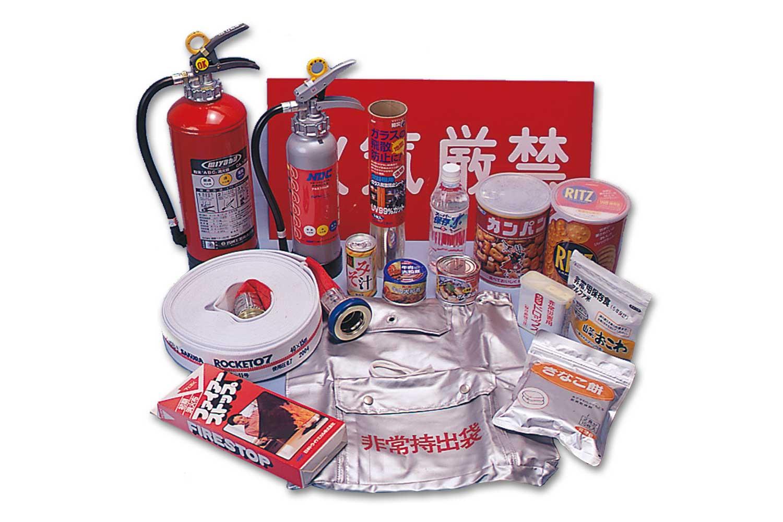 深沢消防産業株式会社では不要になった消火器(3~20型)はお持ちいただければ1本1,000円(税別)で処分します。消火器を購入していただければ購入本数分は処分費サービスいたします。